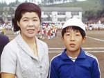 小学校の運動会、母と一緒に。